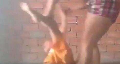 Điều tra clip nghi mẹ ruột bóp cổ, đánh con dã man
