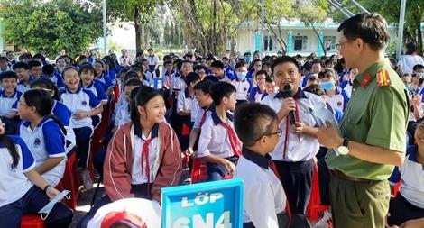 Nâng cao kiến thức phòng chống bạo lực học đường cho 500 học sinh