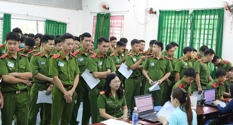 Hơn 450 giảng viên, học viên Cảnh sát hiến máu nghĩa tình vì đồng đội