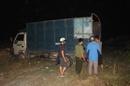 Xe tải đổ trộm hàng trăm bao rác thải lúc nửa đêm