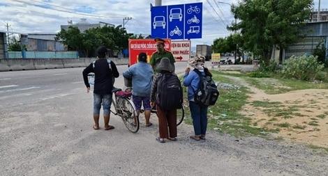 4 mẹ con thất nghiệp đạp xe từ Đồng Nai về Nghệ An và đoạn kết có hậu