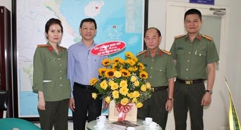 Báo CAND-CQĐD tại TP Hồ Chí Minh chúc mừng ngày Thầy thuốc Việt Nam