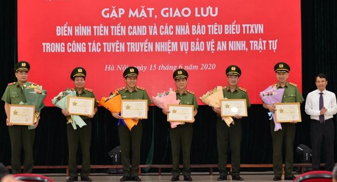 Bộ Công an và Thông tấn xã Việt Nam vinh danh 72 điển hình Công an, Nhà báo tiêu biểu
