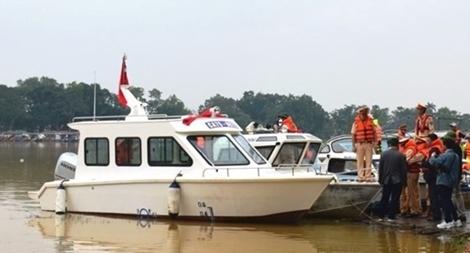 Bộ Công an bàn giao ca nô công suất lớn cho Công an Thừa Thiên Huế
