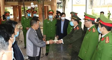 Truy thăng cấp bậc hàm Trung Tá với liệt sỹ Vi Văn Luân