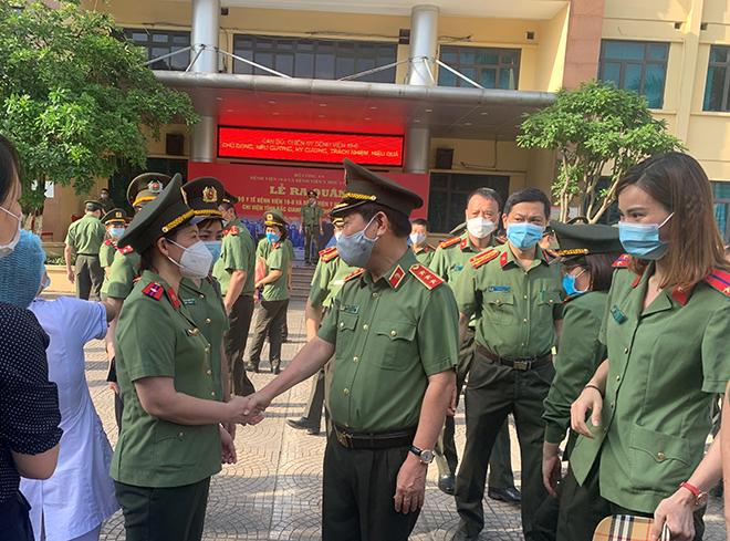 Đoàn 166 y, bác sĩ CAND lên đường chi viện Bắc Giang