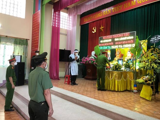 Cán bộ CSCĐ nghẹn ngào chịu tang bố và bà nội nơi tâm dịch Bắc Giang - Ảnh minh hoạ 3
