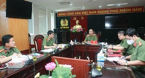 Thứ trưởng Trần Quốc Tỏ làm việc với Cục Tổ chức cán bộ về việc xây dựng một số Đề án