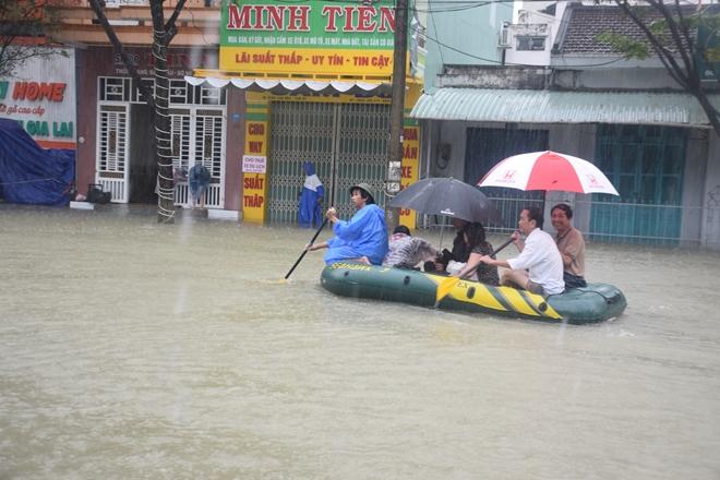 Hơn 500 CBCS Công an tỉnh Quảng Nam được huy động giúp dân trong mưa lũ