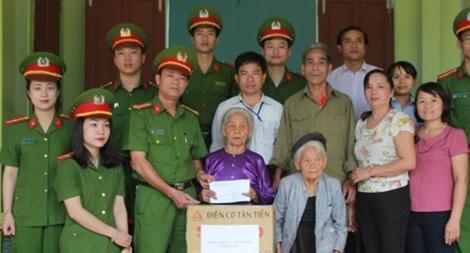 Nhận phụng dưỡng Mẹ Việt Nam anh hùng Nguyễn Thị Năm