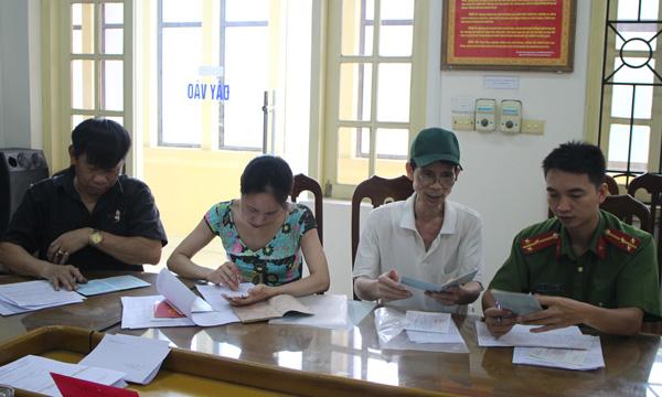 Công an quận Ba Đình xuống địa bàn điều chỉnh gần 500 sổ hộ khẩu cho dân - Ảnh minh hoạ 6