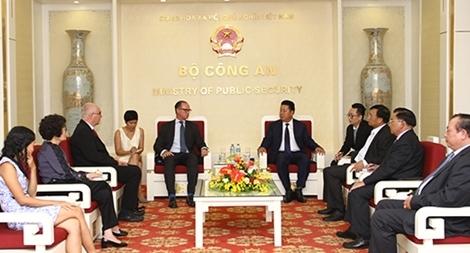 Thứ trưởng Bùi Văn Thành tiếp Đại sứ Áo