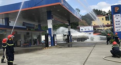 Tập huấn an toàn PCCC cho các cơ sở lưu trú và kinh doanh xăng, dầu