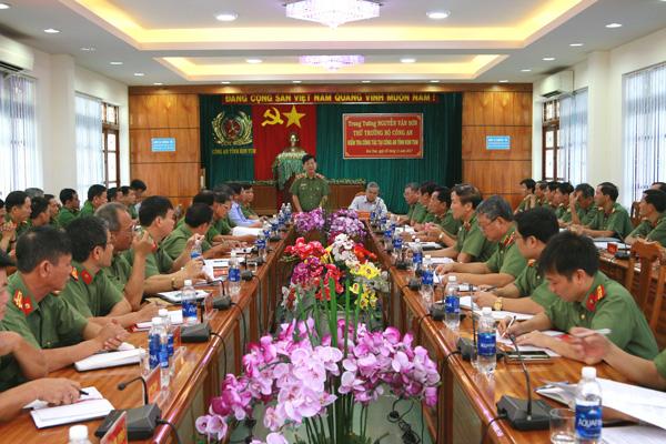 Thứ trưởng Nguyễn Văn Sơn thăm và làm việc tại Công an Kon Tum và Trại giam Gia Trung
