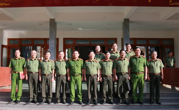 Thứ trưởng Nguyễn Văn Sơn thăm và làm việc tại Công an Kon Tum và Trại giam Gia Trung - Ảnh minh hoạ 4