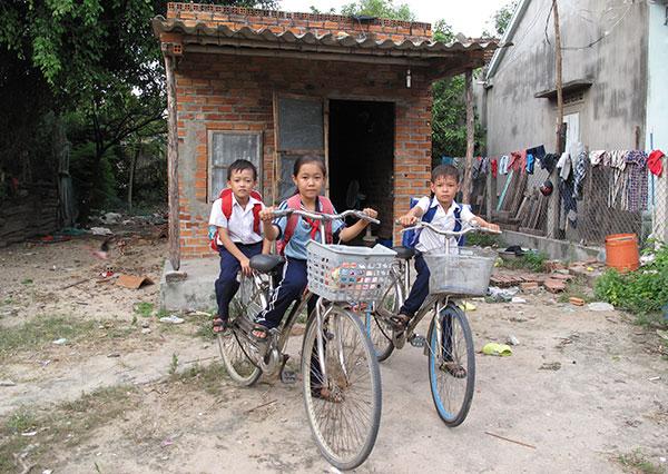 Ước mơ của ba cháu nhỏ mồ côi ở một làng quê