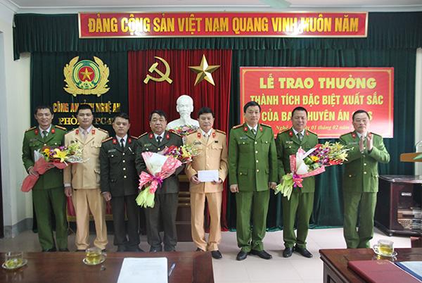 Thưởng nóng đơn vị bắt vụ 20 bánh heroin ở Nghệ An