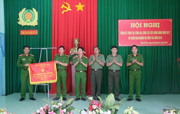Đơn vị 3 năm liền được Bộ Công an tặng cờ thi đua xuất sắc