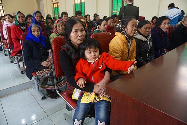 Trao 100 suất quà cho các hộ nghèo Quế Phong - Ảnh minh hoạ 2