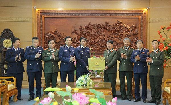 Lãnh đạo Bộ Công an thăm, chúc Tết Cục Bảo vệ an ninh Quân đội - Ảnh minh hoạ 2