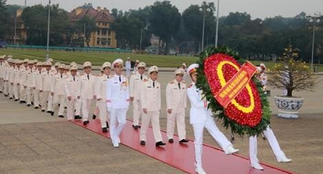 Đoàn đại biểu Bộ Công an vào Lăng viếng Chủ tịch Hồ Chí Minh