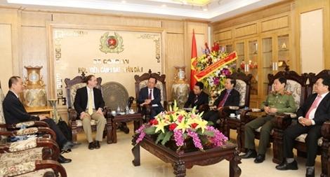 Thứ trưởng Nguyễn Văn Thành trao đổi với GS.TS Dreck Reveron về An ninh mạng