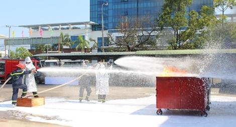 Thực nghiệm xe chữa cháy công nghệ 1.7 và xe công nghệ CAFS