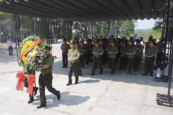 Báo CAND tri ân các liệt sĩ trong hành trình về nguồn tại Quảng Trị 1 - Ảnh minh hoạ 2