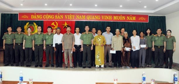 Báo CAND tri ân các gia đình thương binh liệt sĩ trong hành trình về nguồn - Ảnh minh hoạ 5
