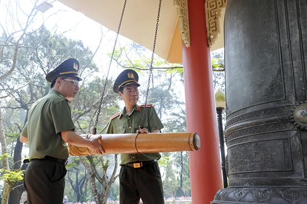 Báo CAND tri ân các liệt sĩ trong hành trình về nguồn tại Quảng Trị 1 - Ảnh minh hoạ 4