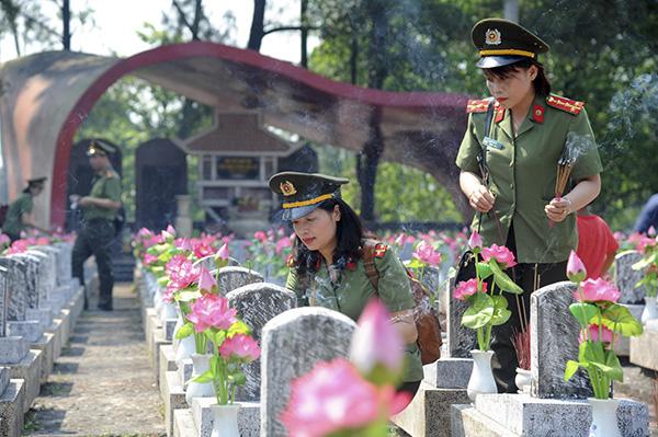 Báo CAND tri ân các liệt sĩ trong hành trình về nguồn tại Quảng Trị 1 - Ảnh minh hoạ 9