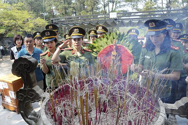Báo CAND tri ân các liệt sĩ trong hành trình về nguồn tại Quảng Trị 1 - Ảnh minh hoạ 7