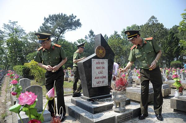 Báo CAND tri ân các liệt sĩ trong hành trình về nguồn tại Quảng Trị 1 - Ảnh minh hoạ 5