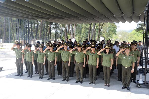 Báo CAND tri ân các liệt sĩ trong hành trình về nguồn tại Quảng Trị 1