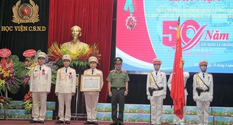Phòng Quản lý đào tạo của Học viện CSND đón Huân chương Bảo vệ Tổ quốc hạng nhì