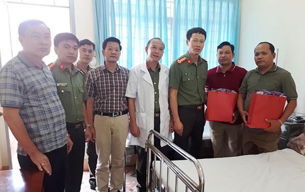 Hỗ trợ điều trị cho 2 cán bộ Công an tỉnh Mondulkiri