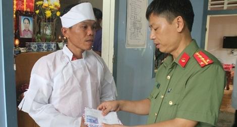 Báo CAND thăm  hỏi, hỗ trợ các gia đình nạn nhân vụ tai nạn thảm khốc tại Quảng Nam