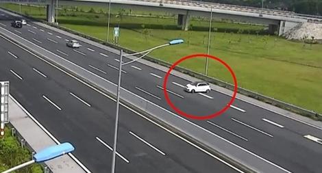 Cảnh sát giao thông được quyền dừng xe trên cao tốc