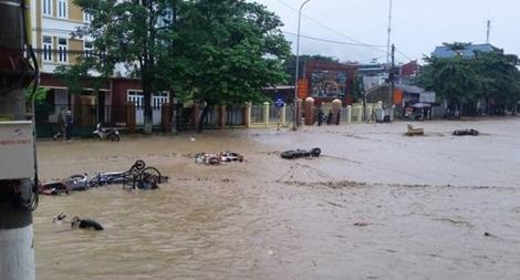Ứng phó với mưa, lũ, lũ quét, sạt lở đất vùng Nam Trung Bộ