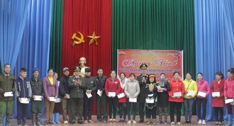 Công an tỉnh Thái Nguyên tặng quà Tết tại xã Phương Giao, huyện Võ Nhai