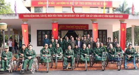 Đoàn công tác Bộ Công an thăm các Trung tâm điều dưỡng thương binh
