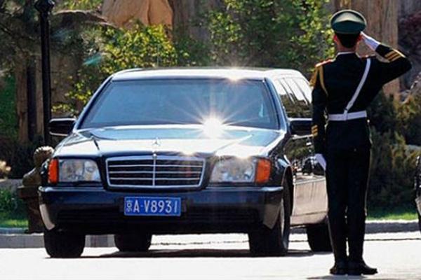 Cố Chủ tịch Kim Jong Il yêu thích chiếc Mercedes-Benz SEL 500 nhất.