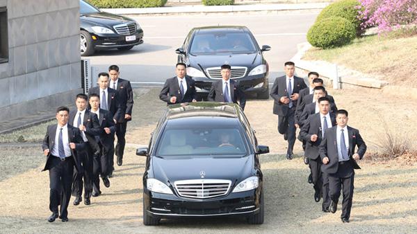 Những hình ảnh khác về xe của Chủ tịch Triều Tiên Kim Jong Un.