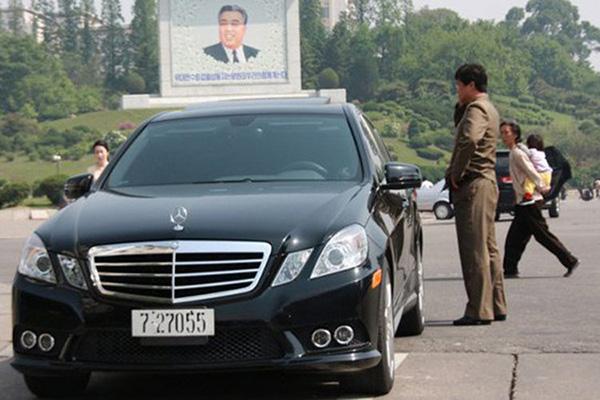 Cố Chủ tịch Kim Jong Il mua nhiều mẫu xe sang của Đức Mercedes-Benz.