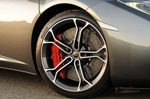 Phanh có vai trò rất quan trọng trong việc đảm bảo an toàn của chiếc xe.
