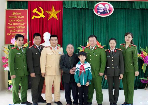 Công an TP Tuyên Quang hỗ trợ học sinh có hoàn cảnh khó khăn