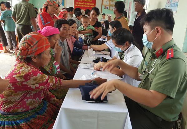 Khám chữa bệnh và tuyên truyền pháp luật cho người dân Quảng Hòa – Đắk Nông - Ảnh minh hoạ 3