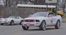 Người phụ nữ Mỹ độ xe cơ bắp Ford Mustang phiên bản… Hello Kitty
