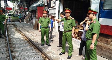 Ra quân lập lại trật tự hành lang đường sắt