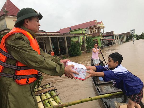 Công an tỉnh Quảng Bình tiếp cận các điểm xung yếu để cứu dân - Ảnh minh hoạ 2